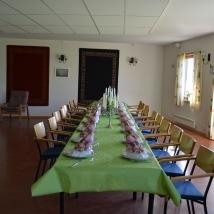Pynting av bord og lokale fikk jeg assistanse til en av mine av mine assistenter Gunhild Hårklau Sollid./I had assistance decorating the tables and the hall from one of my assistants, Gunhild Hårklau Sollid.