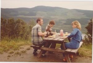 Rasteplass ved Beitostølen på tur til Stord 1980. Foto: Privat