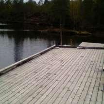 Brygge i fine, ekte naturomgivelser på Stavsjøen.