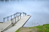 Rampe ned til vannet ved Hauken/Ramp down to the water by Hauken