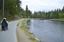 Godt tilrettelagt vei rundt hele Haukvannet på ca 2 km, eller mer../A well adapted road of 2kms or more around Haukvannet