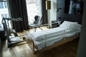 Rommet med hjelpemidler på Scandic Hotel Ørnen i Bergen. Foto: Marta Øgaard