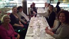 Middag på hotellet med CP-foreningen. Fra venstre: Inger, assistent Marta, meg, assistent Marie og assistent til Inger.